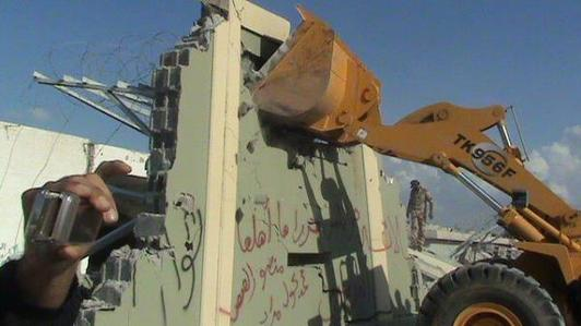 Gadhafi's compound walls torn down in Tripoli