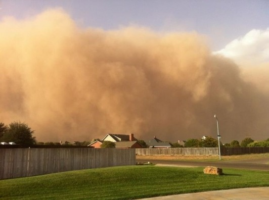 Epic dust storm blackens Texas sky