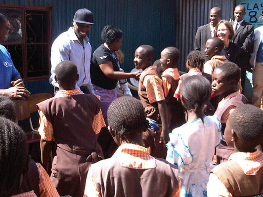 Rapper 50 Cent visits Somalia with UN food programme