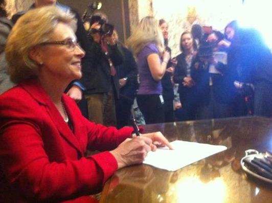 Washington governor signs same - sex marriage bill