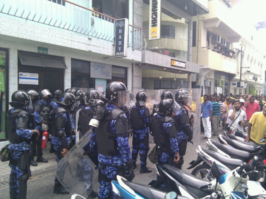Violent clashes in Maldives delay opening of parliament