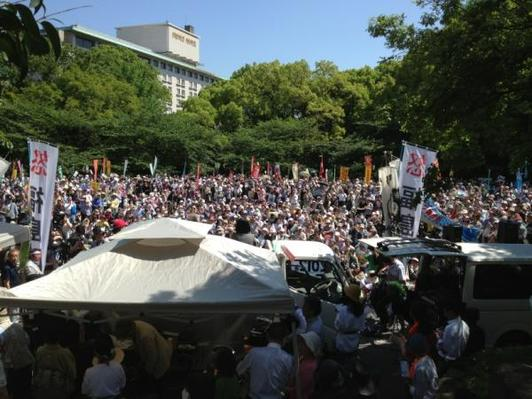 Thousands gather to mark Japan's nuclear shutdown