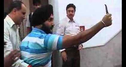 Businessman slaps Indian minister over corruption