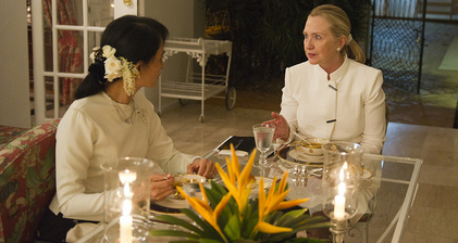 Hillary Clinton and Aung San Suu Kyi sit down for dinner