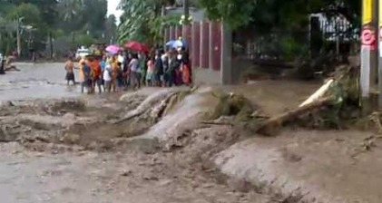 Hundreds die as Typhoon Washi hits Philippines