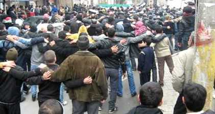 Syrians react to bombing with mass demonstrations