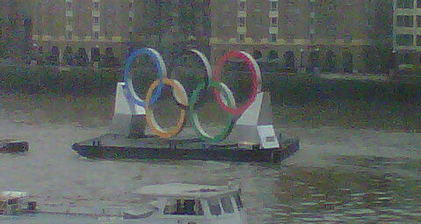 Thames hosts Olympic rings display