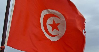 Tunisian flag becomes weapon in anti-Islamist struggle