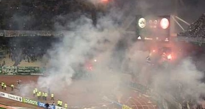 Greek football riots force match to be abandoned