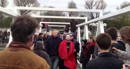 Anti-elitist protester bungles Cambridge-Oxford Boat Race