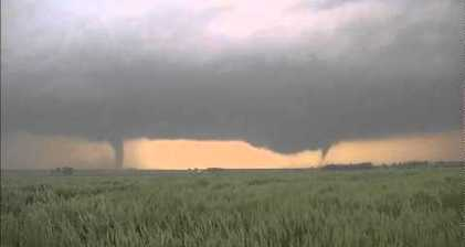 Deadly twisters tear through US Plains