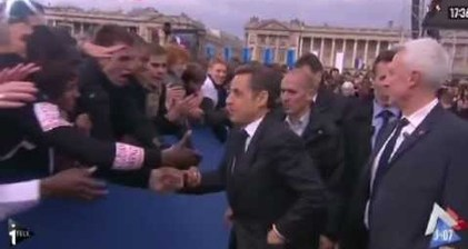 Sarkozy slips off watch while shaking hands with supporters