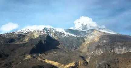 VIDEO: Colombia's Nevado del Ruiz volcano spews ash