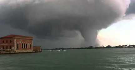 VIDEO: Tornado in Venice
