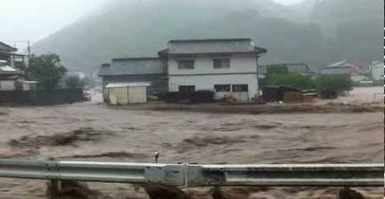 VIDEO: Heavy flooding in Oita, Japan