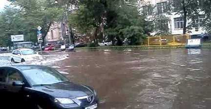 VIDEO: Heavy flooding in central Moscow