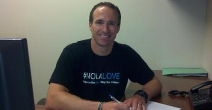 Drew Brees spreads #NOLAlove on contract signing