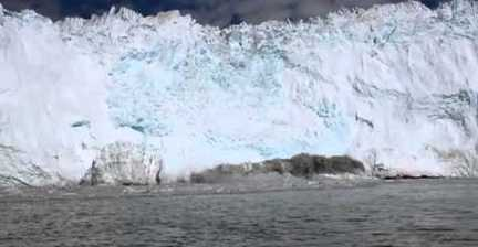 VIDEO: 'Iceberg tsunami'