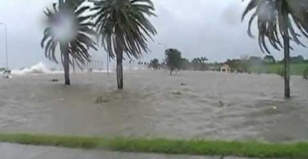 Hurricane Isaac makes waves on Lake Pontchartrain
