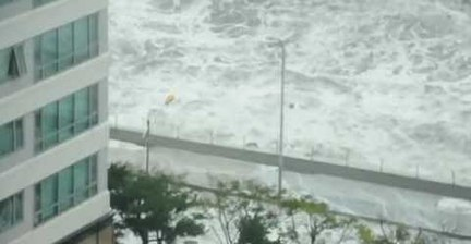 Huge waves lash South Korea as Sanba rages