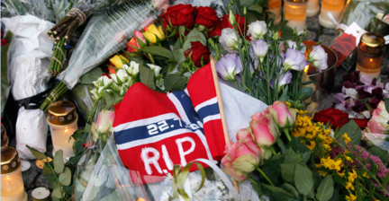 Tens of thousands march in rose parade for Norway's dead